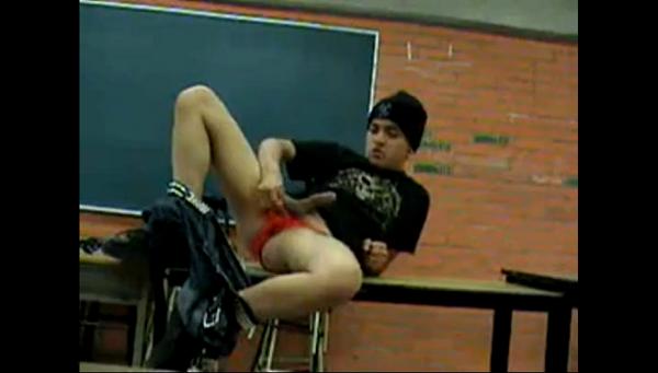sexo gay jovem sexo na sala de aula