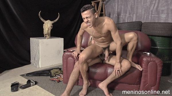 Photo of Meninos Online – Se escondendo da Chuva – Diogo & Will – Bareback
