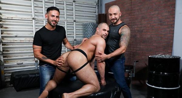 Photo of Fucking Alpha Style – Cesar Rossi, Jaxx Thanatos e Julian Torres – Bareback